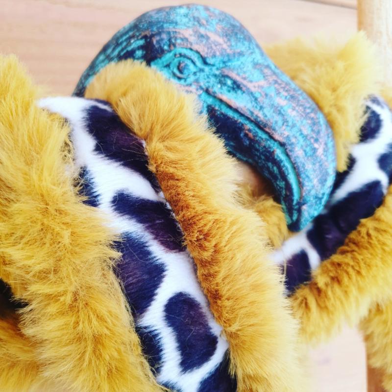 Schouderband oker Giraffe print