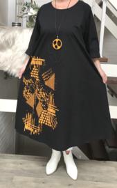 Zedd Plus lange A-lijn jurk met ketting
