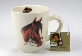 Mok met afbeelding van een donkerbruin paard.