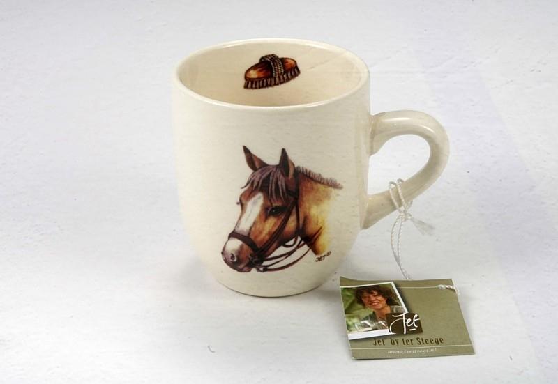 Mok met afbeelding van een licht bruin paard.
