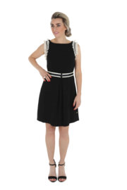 Haer Dress 3 -  Getailleerd jurkje in zwart met off white
