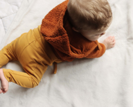LEVV newborn LUCA broekje mosterd geel