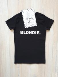 shirt met 1 woord opdruk.