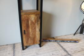 Mangohouten boekenkast met 1 deur 55 cm