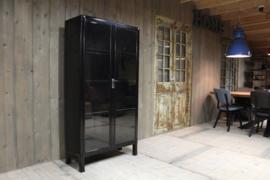 Industriële vitrine apothekerskast zwart