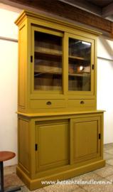 Verkocht / Hoge vitrinekast / schuifdeuren/ lade e 4109
