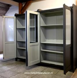 Verkocht / Set van 2 oude schoolkasten / 4120