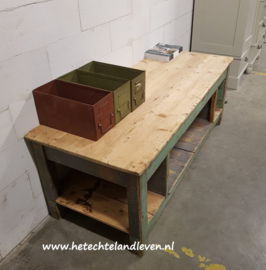 Side-table /  e 2226