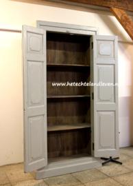 verkocht/ Nieuwe kast gemaakt van oud hout / 1923