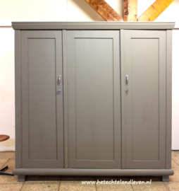 3 deurs kast / Demontabel / 4200