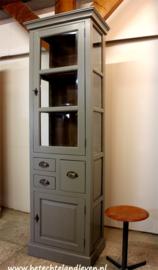 Smalle hoge vitrinekast / 4052