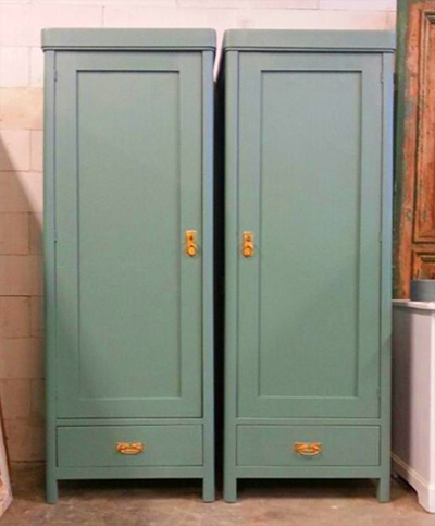 2 identieke kasten