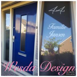 Raam en deur met etsvinyl en naam en  nummer