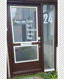 Deur en raam met namen en nummer