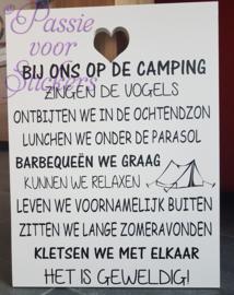 Diverse tekstborden zoals In dit huis, vriendschap, camping etc