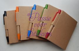 Mini notitieboekje met pen.. ik bof met een juf zoals jij!