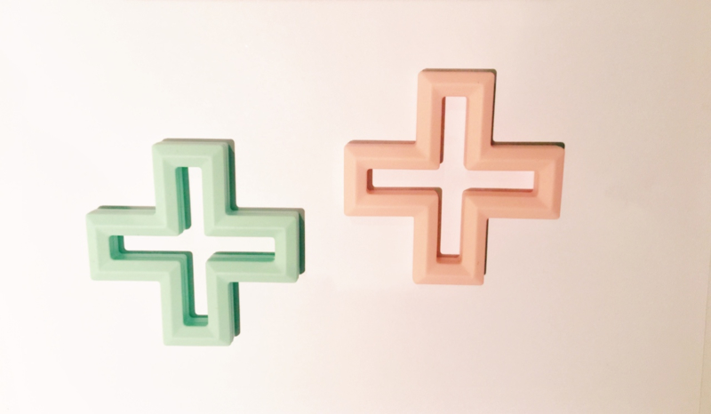 Cross teether (2 colors)