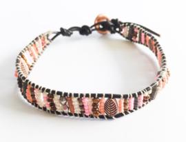 Armband knoop/kraaltjes roze