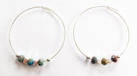 Oorringen diameter 5 cm verzilverd blauw/bruine kralen