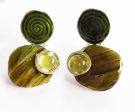Kleine oorbelletjes spiraal groen
