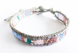 Armband knoop/kraaltjes pastel