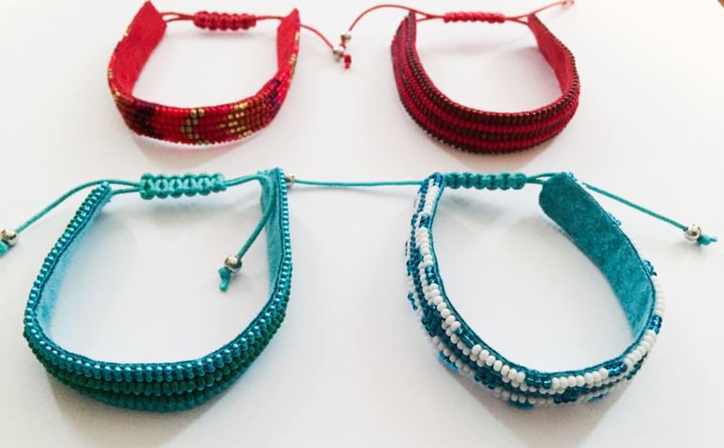 Dozijn Ibiza-style kraaltjes armbanden 0,60