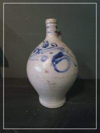 Oude antieke brocante oliekruik bauw/grijs zoutglazuur greskruik (25 cm)