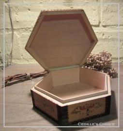 Zeskantig houten kistje
