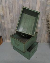Stoere stapelbak magazijnbak met valgrepen metaal (66 cm)