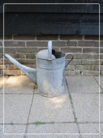 Oude brocante zinken gieter zonder broeskop
