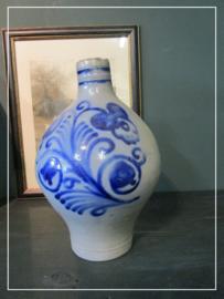 Oude antieke brocante oliekruik bauw/grijs zoutglazuur greskruik (32 cm)