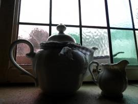 Lief brocante  koffie- theepotje met melkkannetje