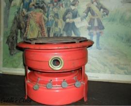 Oud rood petroleumstel