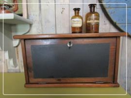Oud brocante klepkastje tafelkastje