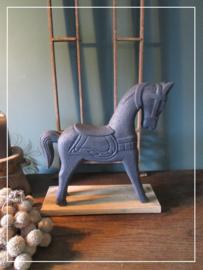 """Decoratief  """"Marwari"""" paardje in betonlook"""