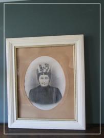 Oud brocante getekend portret van boerin in klederdracht