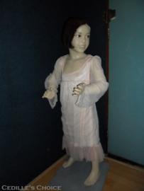 Antiek  brocante paspop meisje