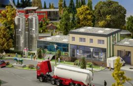 FA 130198 zuivelfabriek met silo's HO