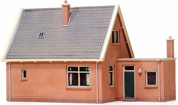 10 115 Vrijstaand huis met zadeldak HO 1:87
