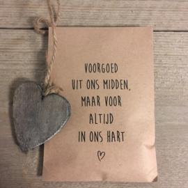 kraft zakje met hart,  voorgoed uit ons midden