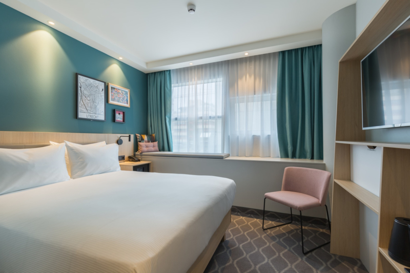 1 person hotel (€ 125) room including breakfast and city tax (Hampton by Hilton Utrecht Central Station)