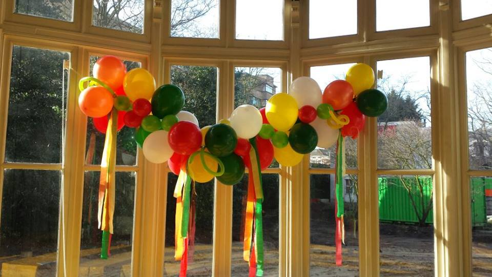 Balloo window garland