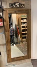 grote robuust  oude spiegel met doorleefde  teakhouten lijst 180 x 90