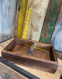 oud houten bakje  met handvat