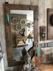 Grote Houten robuuste  spiegel gemaakt van  doorleefd oud steigerhout
