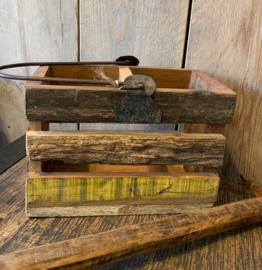 oud houten bakje met hengsel