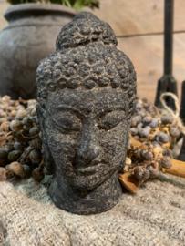 klein buddha van steen