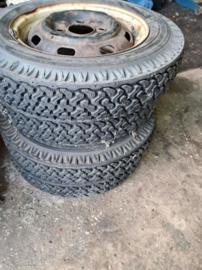 Volkswagen Kever terrein / winter banden set van 4 stuks 4 gaats