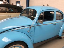 Volkswagen Bril Kever bouwjaar 1952 met reuma kleppen