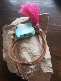 Verstelbare wikkelarmband suède bruin met natuursteen en kwastje